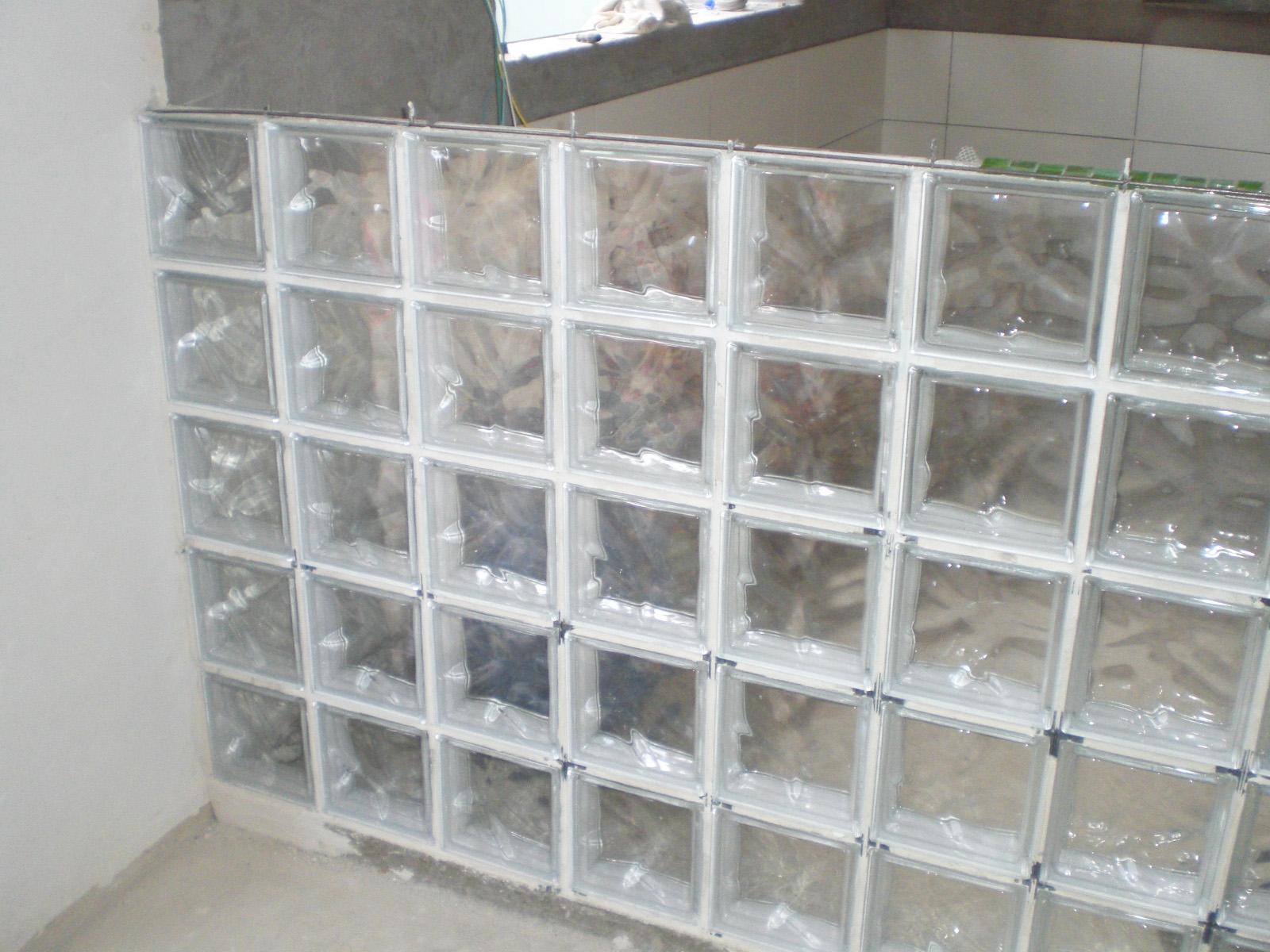 parede bloco vidro Sobrado de ideias #594F47 1600 1200